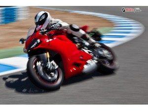 ducati-1199-panigale-riding-the-dream_fi_27571