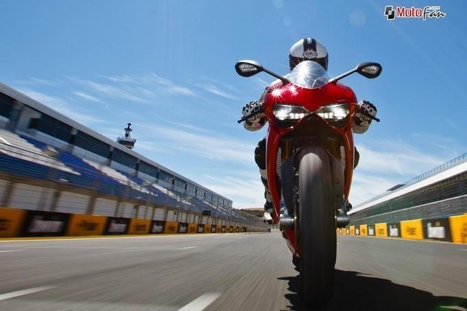 Ducati 1199 Panigale. Riding the Dream