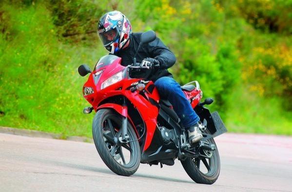 Honda CBR 125 R: une moto qui a du style 2008
