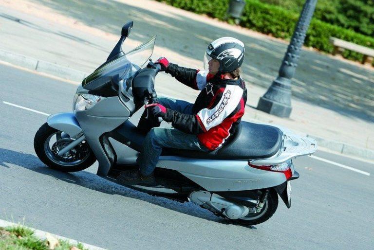 Honda S-Wing 125: Le scooter 125 de luxe