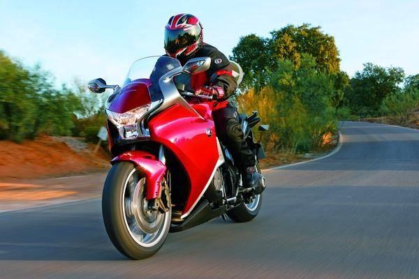 Honda VFR 1200 F: voyage dans le temps…