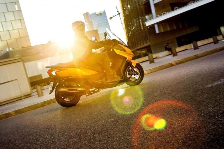 KYMCO SuperDink 300i ABS : paysage urbain