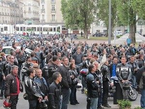 le-controle-technique-mobilise-les-motards-francai_fi_27505-5