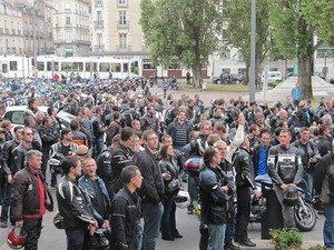 le-controle-technique-mobilise-les-motards-francai_fi_27505