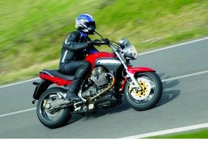 moto-guzzi-str-1100-leyenda-renovada_fi_475393