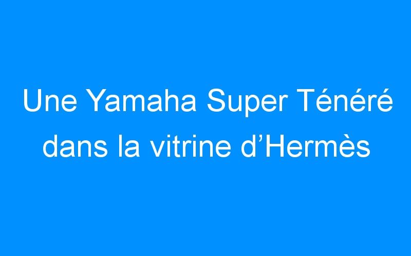 Une Yamaha Super Ténéré dans la vitrine d'Hermès